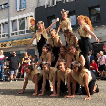 """Tanzgruppen aktiv bei """"Musik & Shopping"""""""